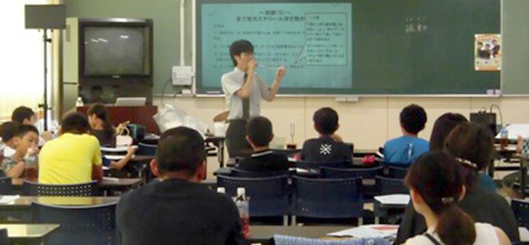 プロジェクターを使用した体験授業